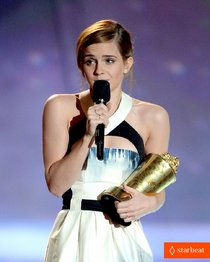 Эмма Уотсон на сцене «MTV Movie Awards 2013»: emma-watson-mtv-movie-awards-2013-01_Starbeat.ru
