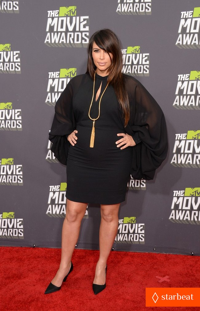 Беременная Ким Кардашьян на «MTV Movie Awards 2013»: kim-kardashian-mtv-movie-awards-2013-red-carpet-01_Starbeat.ru