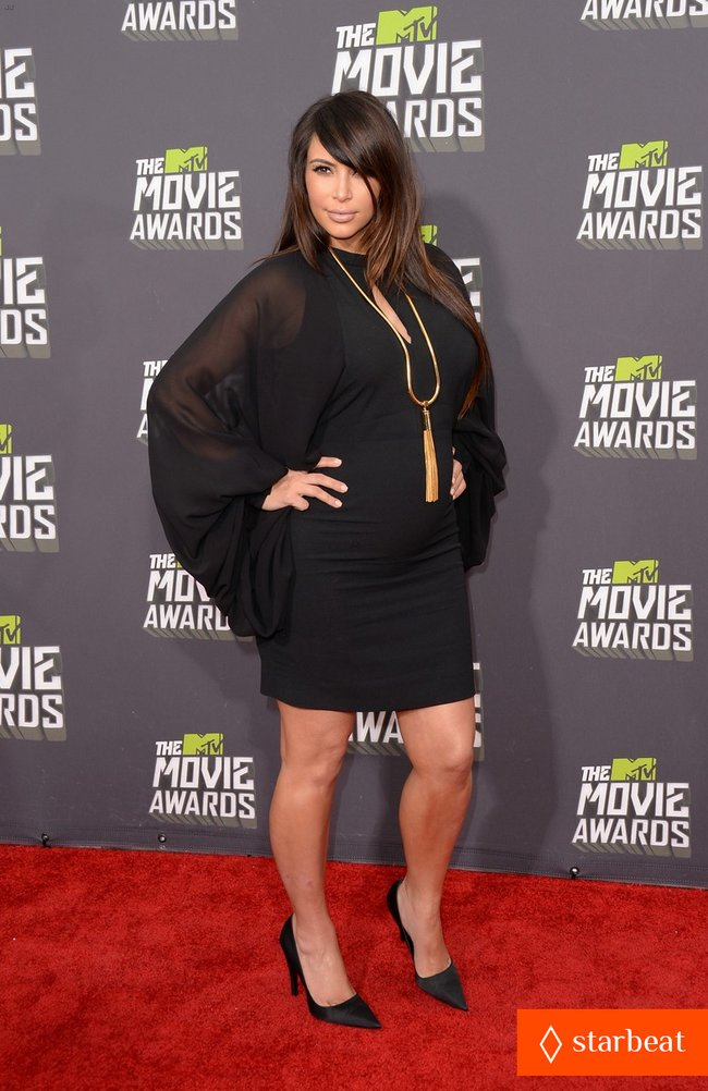 Беременная Ким Кардашьян на «MTV Movie Awards 2013»: kim-kardashian-mtv-movie-awards-2013-red-carpet-03_Starbeat.ru