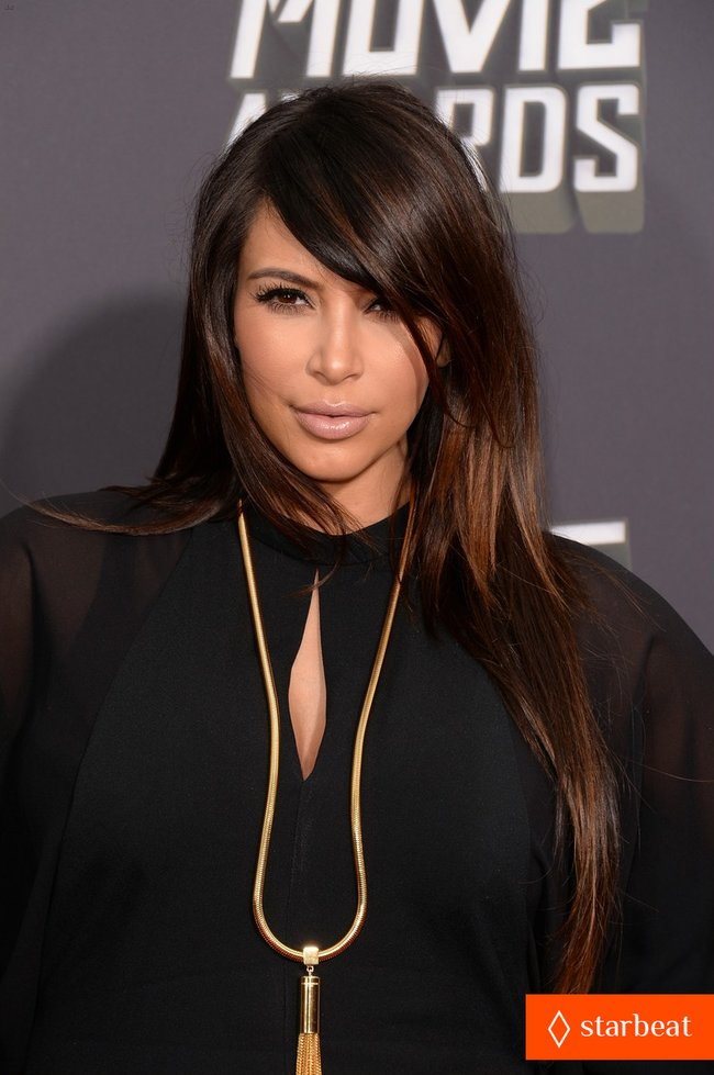 Беременная Ким Кардашьян на «MTV Movie Awards 2013»: kim-kardashian-mtv-movie-awards-2013-red-carpet-04_Starbeat.ru