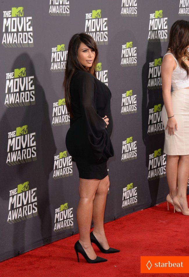 Беременная Ким Кардашьян на «MTV Movie Awards 2013»: kim-kardashian-mtv-movie-awards-2013-red-carpet-05_Starbeat.ru