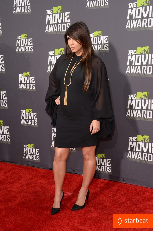 Беременная Ким Кардашьян на «MTV Movie Awards 2013»: kim-kardashian-mtv-movie-awards-2013-red-carpet-07_Starbeat.ru