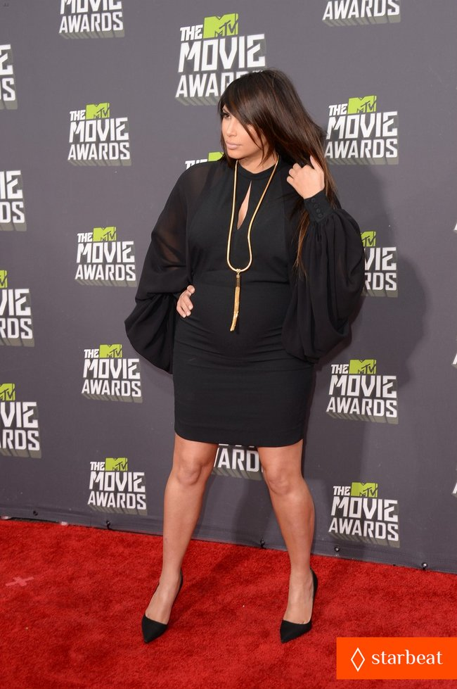 Беременная Ким Кардашьян на «MTV Movie Awards 2013»: kim-kardashian-mtv-movie-awards-2013-red-carpet-08_Starbeat.ru
