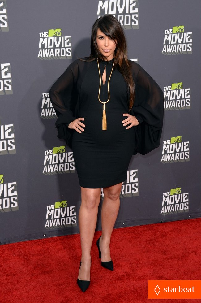 Беременная Ким Кардашьян на «MTV Movie Awards 2013»: kim-kardashian-mtv-movie-awards-2013-red-carpet-10_Starbeat.ru