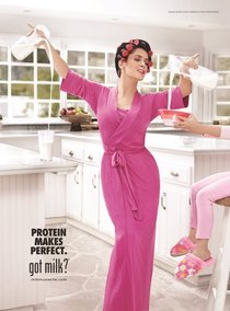 Сальма Хайек: за кулисами рекламной кампании «Got Milk»: salma_hayek_milk_mustache_campaign_Starbeat.ru