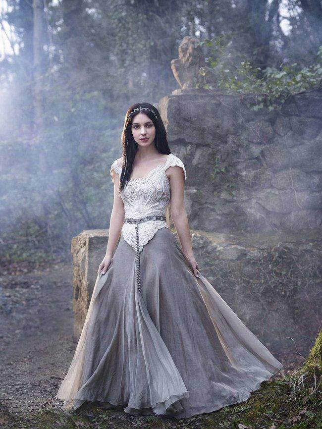 Аделаида Кейн: промо-фотографии из сериала «Царство»: adelaide-kane-reign-promoshoot-02_Starbeat.ru