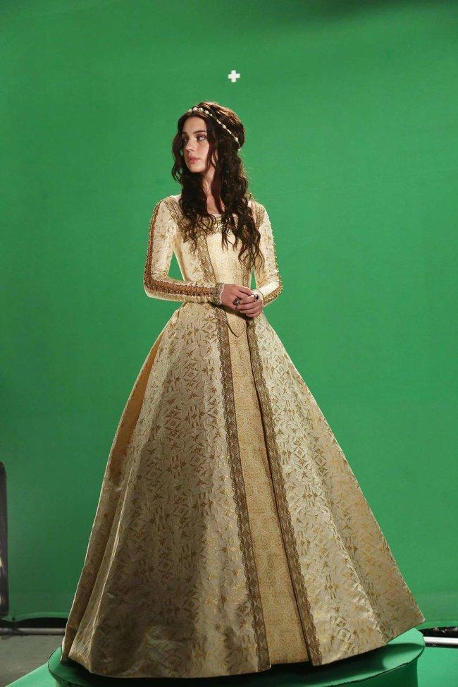 Аделаида Кейн: промо-фотографии из сериала «Царство»: adelaide-kane-reign-promoshoot-03_Starbeat.ru
