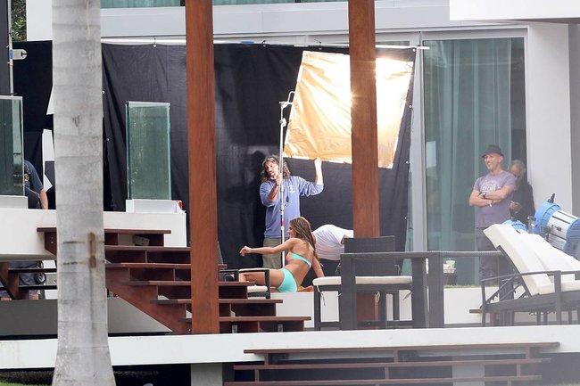 Съемки рекламы «Victoria's Secret» в Майами: Алессандра Амбросио, Адриана Лима и Бехати Принслу: alessandra-adriana-behati-14_Starbeat.ru