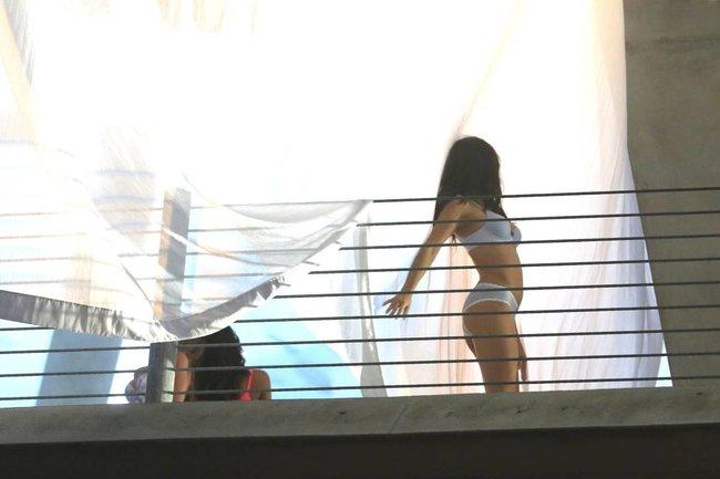Съемки рекламы «Victoria's Secret» в Майами: Алессандра Амбросио, Адриана Лима и Бехати Принслу: alessandra-adriana-behati-37_Starbeat.ru