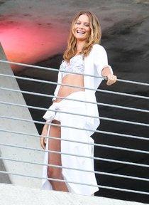 Съемки рекламы «Victoria's Secret» в Майами: Алессандра Амбросио, Адриана Лима и Бехати Принслу: alessandra-adriana-behati-1_Starbeat.ru