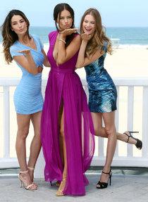 Адриана Лима, Бехати Принслу и Лили Олдридж на пляжной вечеринке: adriana-lima---behati-prinsloo-and-lily-aldridge---2013-pink-carpet-party-on-the-beach-in-santa-monica--03_Starbeat.ru