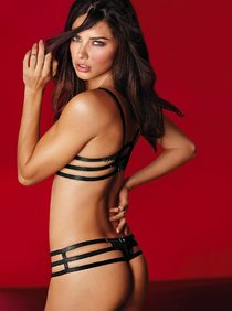 Роскошная Адриана Лима в рекламе белья «Victoria's Secret»: adriana-lima-vs-january-2014--01_Starbeat.ru