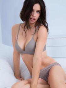 Адриана Лима в рекламе белья «Victoria's Secret», июнь 2013: adriana-lima---victorias-secret---june-2013--01_Starbeat.ru