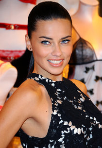 Фотоколл «Victoria's Secret» в Лондоне с Адрианой Лимой: adriana-lima-vs-uk-photocall-in-london--01_Starbeat.ru