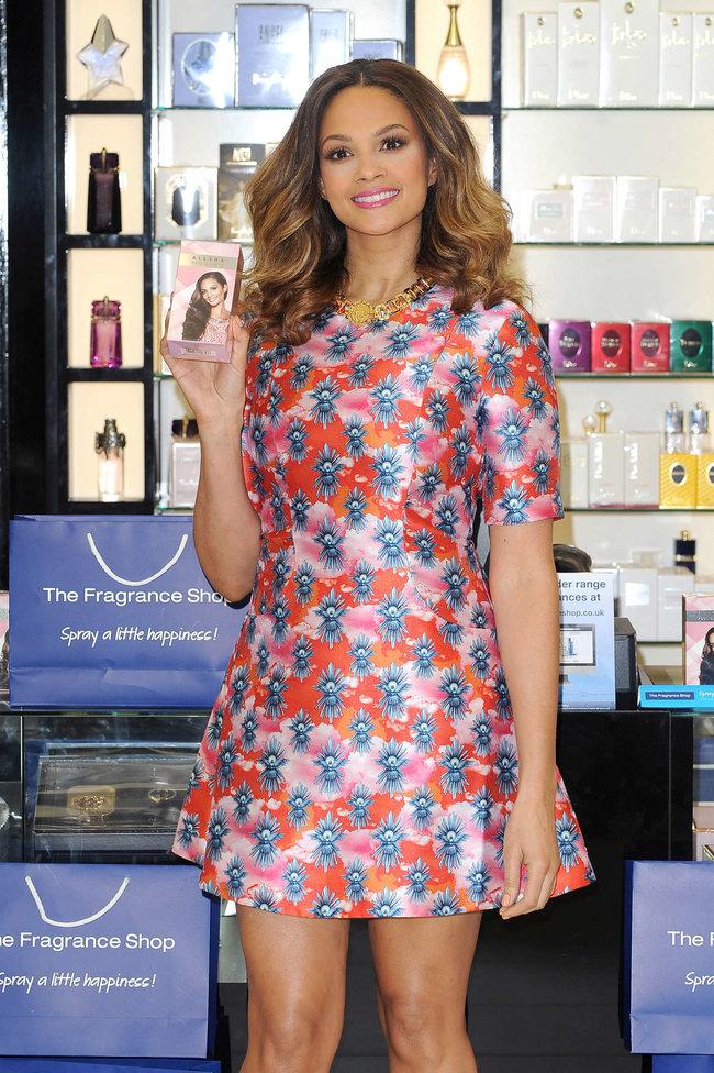 Алиша Диксон на презентации парфюма в Лондоне: alesha-dixon-perfume-launch-photocall--02_Starbeat.ru