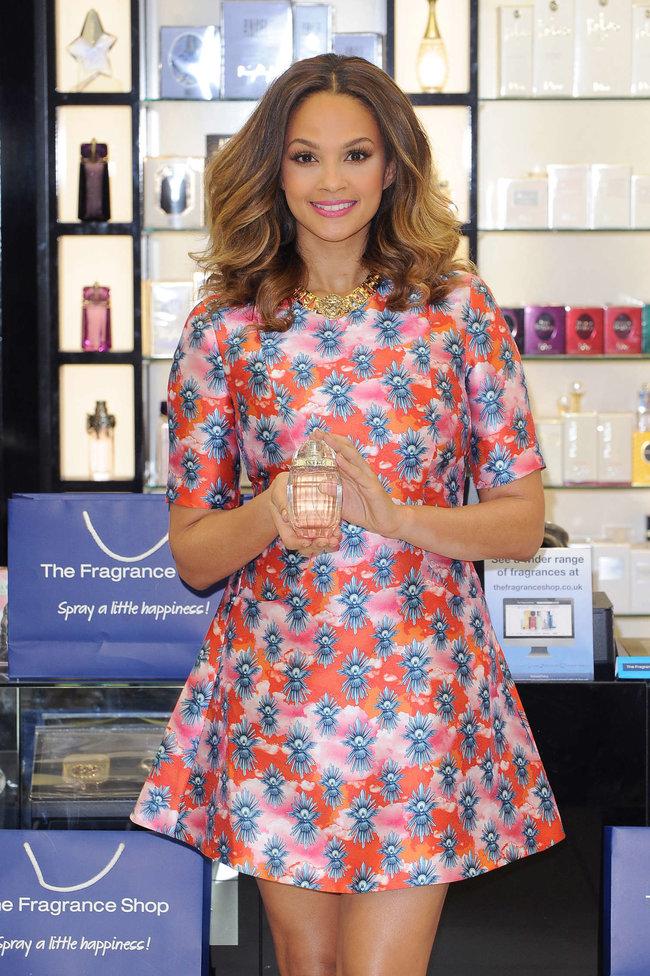 Алиша Диксон на презентации парфюма в Лондоне: alesha-dixon-perfume-launch-photocall--03_Starbeat.ru