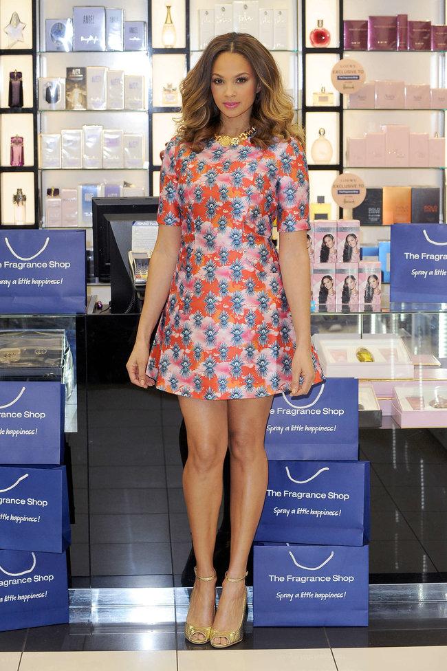 Алиша Диксон на презентации парфюма в Лондоне: alesha-dixon-perfume-launch-photocall--04_Starbeat.ru