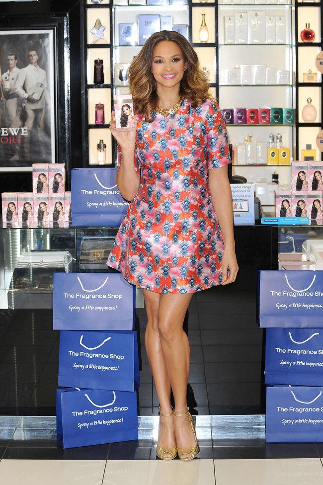 Алиша Диксон на презентации парфюма в Лондоне: alesha-dixon-perfume-launch-photocall--08_Starbeat.ru