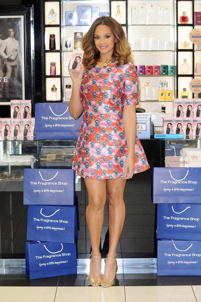 Алиша Диксон на презентации парфюма в Лондоне: alesha-dixon-perfume-launch-photocall--11_Starbeat.ru