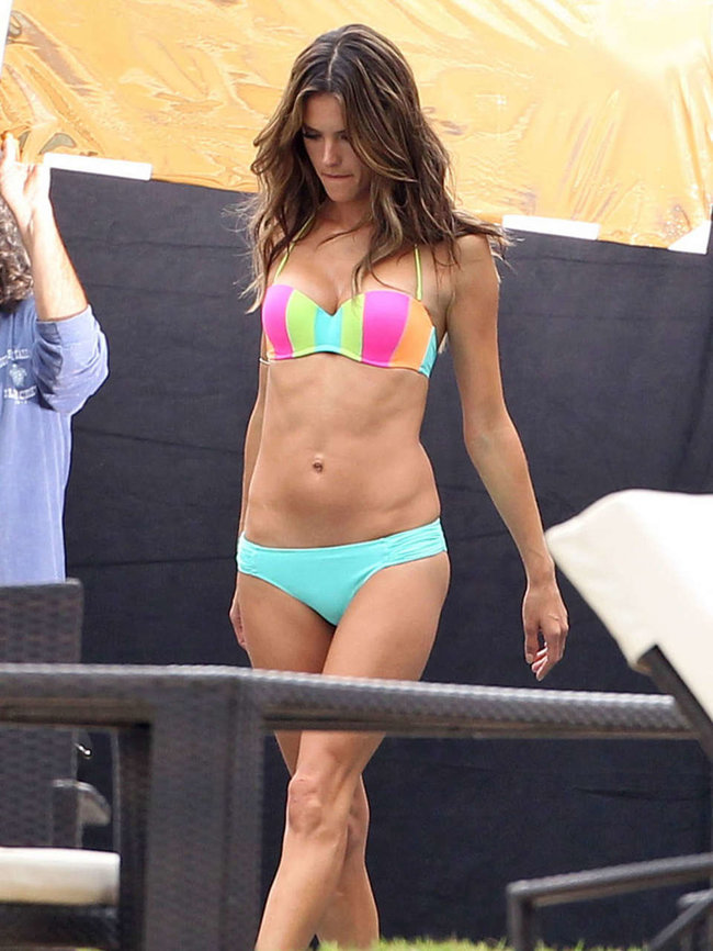 Съемки рекламы «Victoria's Secret» в Майами: Алессандра Амбросио, Адриана Лима и Бехати Принслу: alessandra-ambrosio-vs-bikini-photoshoot-2014--11_Starbeat.ru