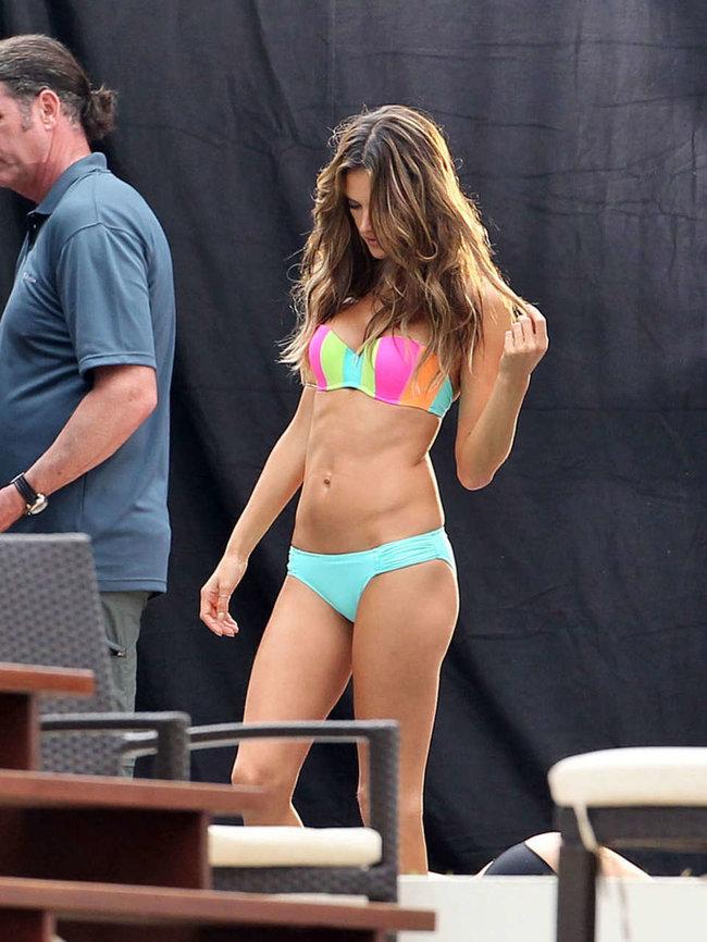 Съемки рекламы «Victoria's Secret» в Майами: Алессандра Амбросио, Адриана Лима и Бехати Принслу: alessandra-ambrosio-vs-bikini-photoshoot-2014--13_Starbeat.ru