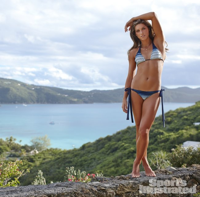 Фотосессия Алекс Морган для «Sports Illustrated» в бикини: alex-morgan-si-2014-sports-illustrated-swimsuit-issue--04_Starbeat.ru