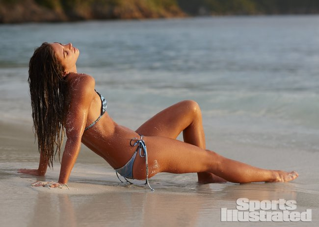 Фотосессия Алекс Морган для «Sports Illustrated» в бикини: alex-morgan-si-2014-sports-illustrated-swimsuit-issue--06_Starbeat.ru