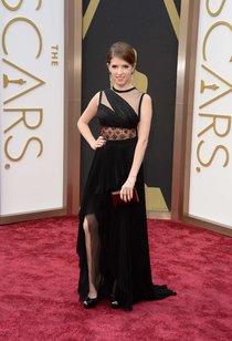Киноакадемия принимает гостей: Анна Кендрик на «Оскаре 2014»: oscar-2014-anna-kendrick--01_Starbeat.ru