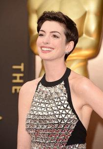 Энн Хэтэуэй на красной дорожке «Оскара 2014» в Голливуде: oscar-2014-anne-hathaway--24_Starbeat.ru