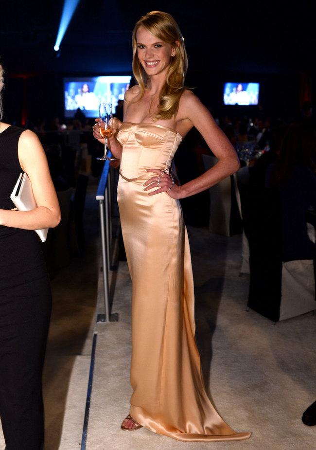 Анна Вьялицына на вечере Элтона Джона «AIDS Foundation Academy Awards»: anne-vyalitsyna-2014-elton-john-aids-foundation-academy-awards-party--04_Starbeat.ru