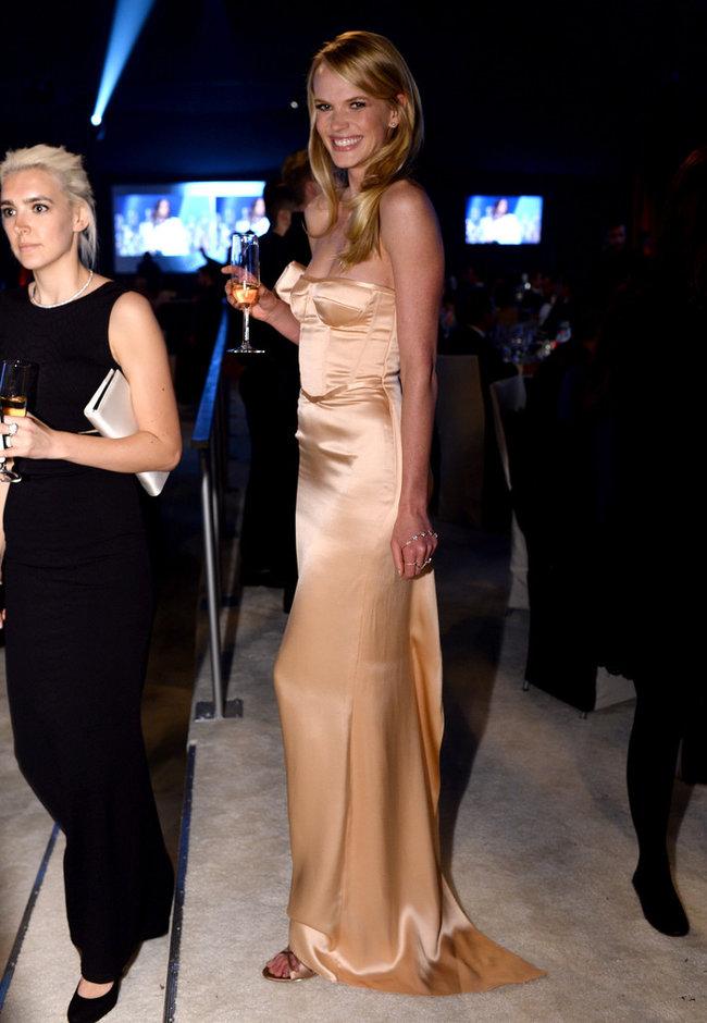 Анна Вьялицына на вечере Элтона Джона «AIDS Foundation Academy Awards»: anne-vyalitsyna-2014-elton-john-aids-foundation-academy-awards-party--05_Starbeat.ru