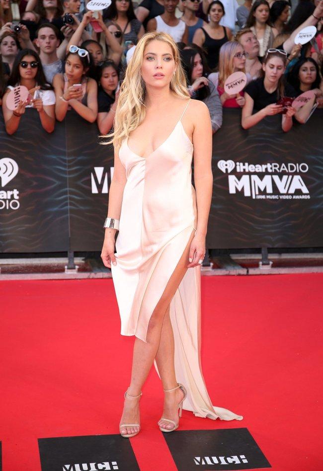 Эшли Бенсон и Шей Митчелл потоптались на красном ковре «MuchMusic Video Awards» в Торонто: ashley-benson-4_Starbeat.ru