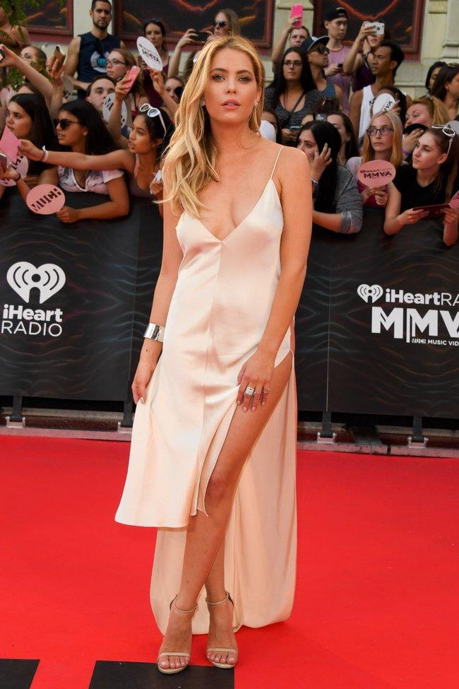 Эшли Бенсон и Шей Митчелл потоптались на красном ковре «MuchMusic Video Awards» в Торонто: ashley-benson-9_Starbeat.ru