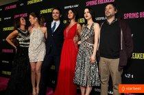 Голливудская премьера фильма «Отвязные каникулы»: selena-gomez-rachel-korine-spring-breakers-hollywood-premiere-04_Starbeat.ru