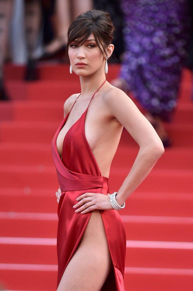 Почти голая Белла Хадид на премьере «La Fille Inconnue» в Каннах: bella-hadid-1-1_Starbeat.ru