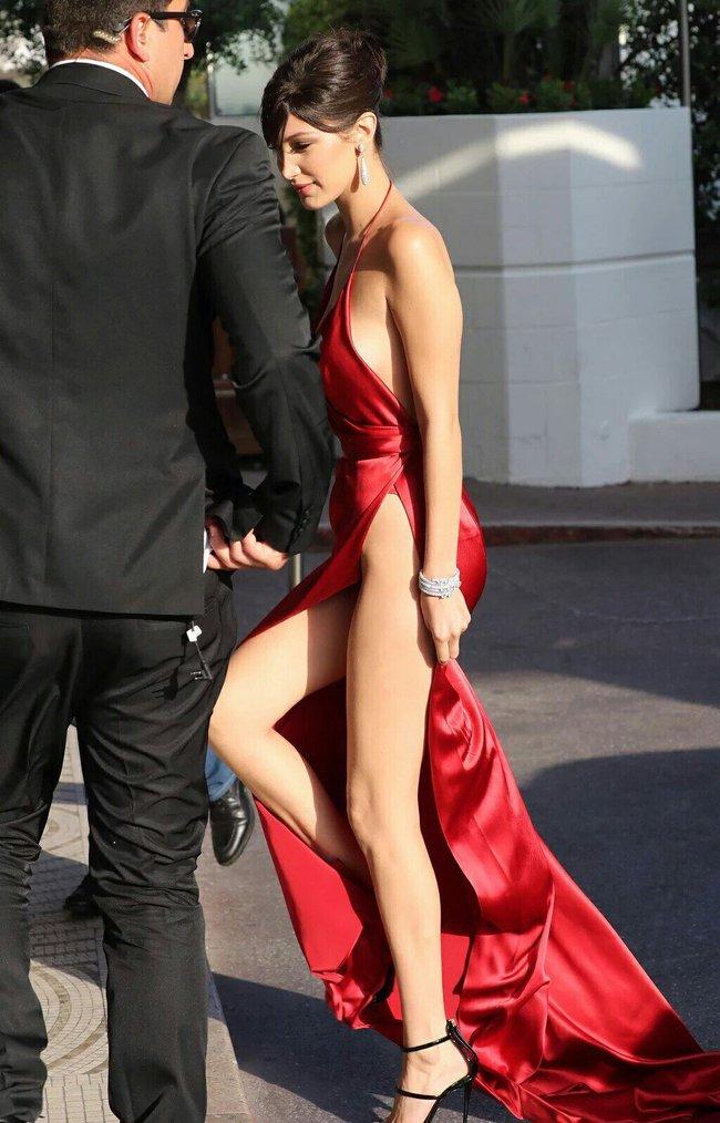 Почти голая Белла Хадид на премьере «La Fille Inconnue» в Каннах: bella-hadid-10_Starbeat.ru