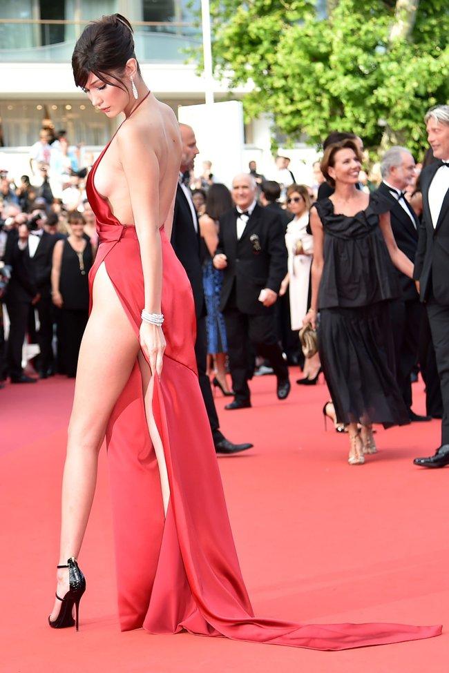 Почти голая Белла Хадид на премьере «La Fille Inconnue» в Каннах: bella-hadid-15_Starbeat.ru