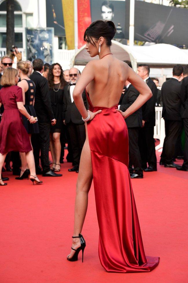 Почти голая Белла Хадид на премьере «La Fille Inconnue» в Каннах: bella-hadid-17_Starbeat.ru