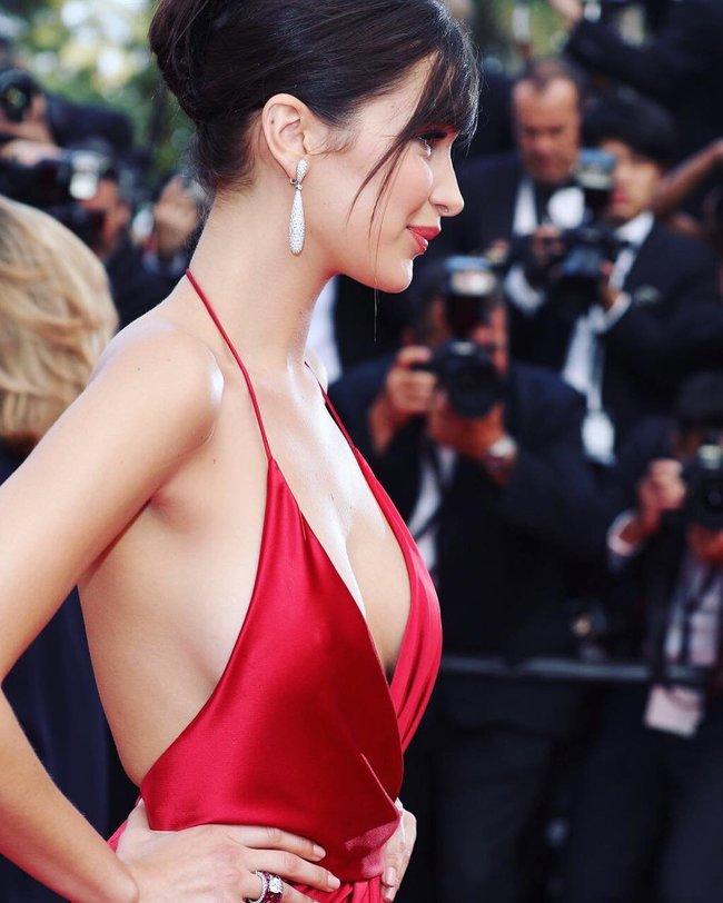 Почти голая Белла Хадид на премьере «La Fille Inconnue» в Каннах: bella-hadid-18_Starbeat.ru