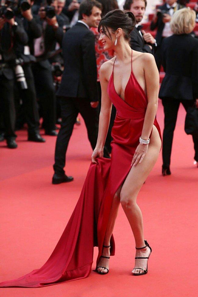 Почти голая Белла Хадид на премьере «La Fille Inconnue» в Каннах: bella-hadid-20_Starbeat.ru