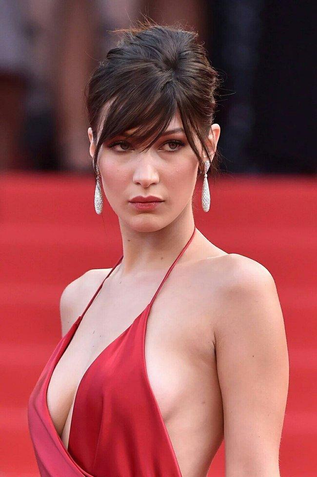 Почти голая Белла Хадид на премьере «La Fille Inconnue» в Каннах: bella-hadid-22_Starbeat.ru