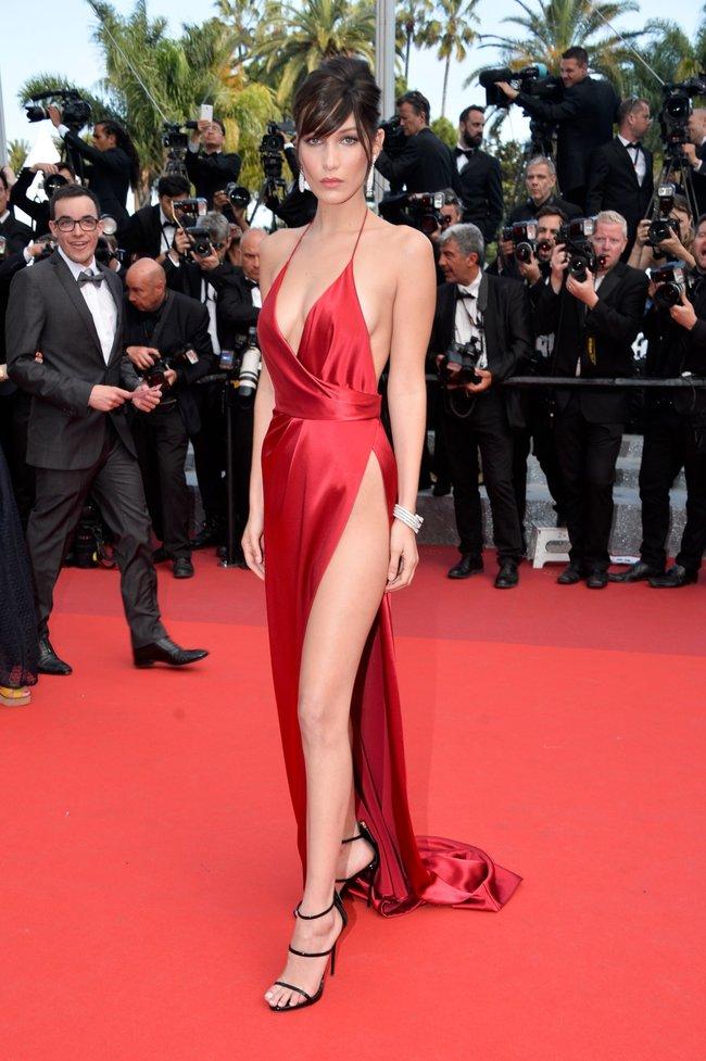 Почти голая Белла Хадид на премьере «La Fille Inconnue» в Каннах: bella-hadid-3-1_Starbeat.ru