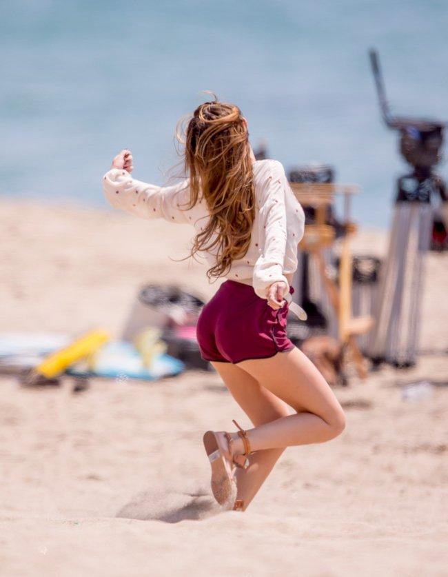 Фото Беллы Торн на съёмках фильма «You Get Me» в Лос-Анджелесе: bella-thorne-21-1_Starbeat.ru