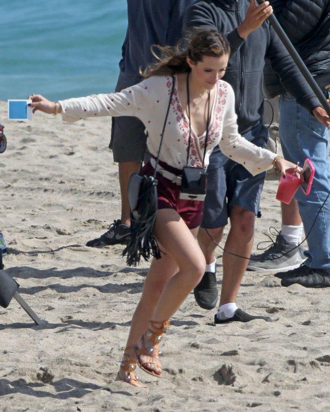 Фото Беллы Торн на съёмках фильма «You Get Me» в Лос-Анджелесе: bella-thorne-6-2_Starbeat.ru