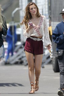 Фото Беллы Торн на съёмках фильма «You Get Me» в Лос-Анджелесе: bella-thorne-5-2_Starbeat.ru