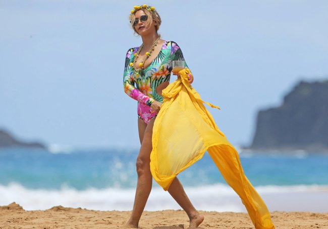 Бабушка Бейонсе и Джей Зи где-то на Гавайях: beyonce-8_Starbeat.ru