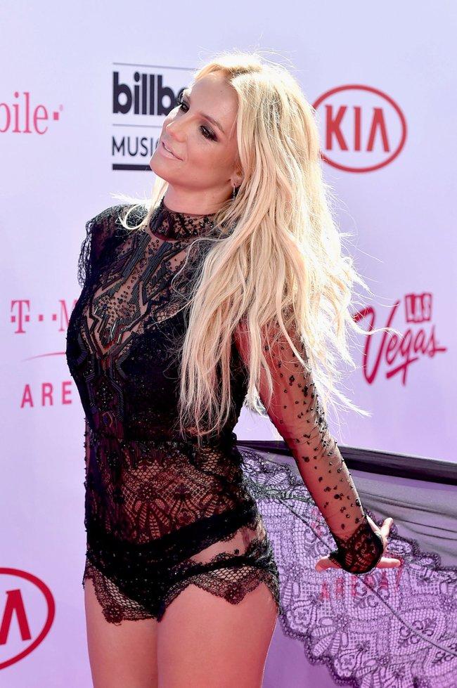 Бритни Спирс и морщины радости на «2016 Billboard Music Awards» в Лас-Вегасе: britney-spears-21_Starbeat.ru
