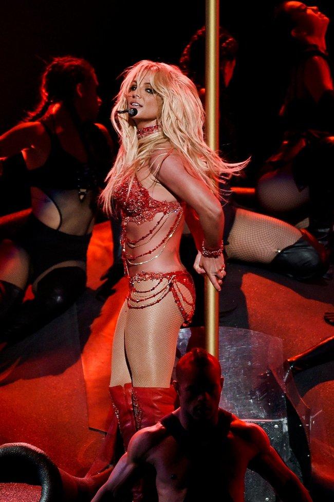 Бритни Спирс и морщины радости на «2016 Billboard Music Awards» в Лас-Вегасе: britney-spears-25_Starbeat.ru