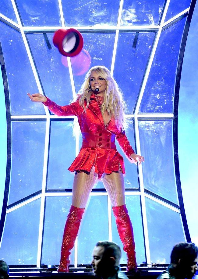 Бритни Спирс и морщины радости на «2016 Billboard Music Awards» в Лас-Вегасе: britney-spears-29_Starbeat.ru