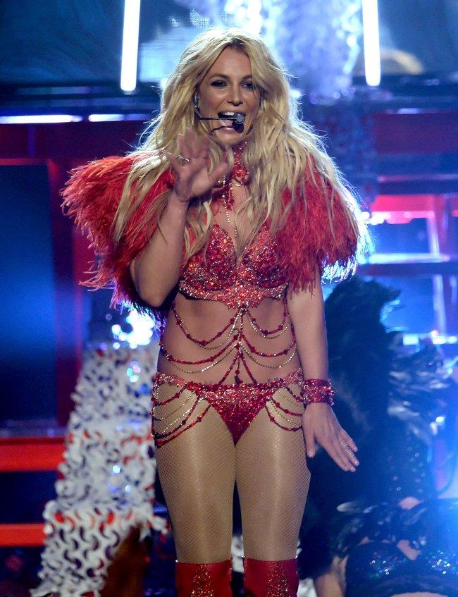 Бритни Спирс и морщины радости на «2016 Billboard Music Awards» в Лас-Вегасе: britney-spears-36_Starbeat.ru
